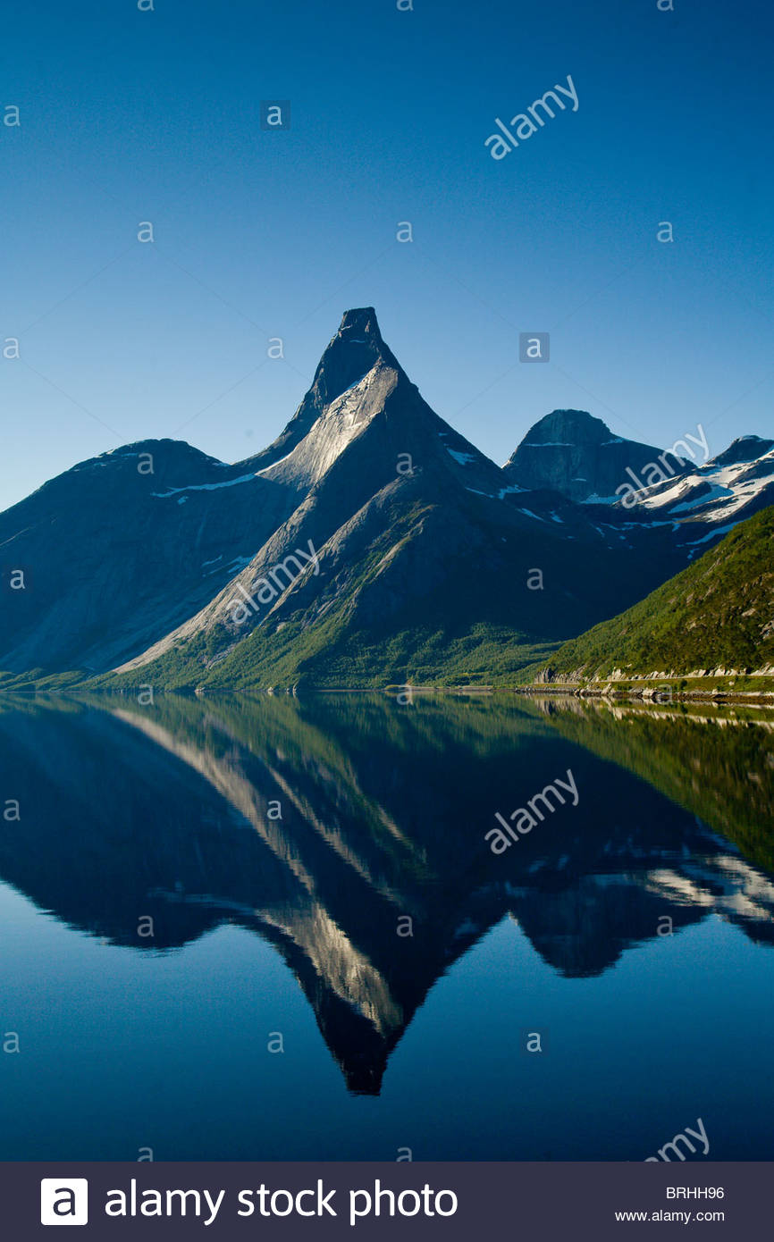 Statin Peak reflected in a still body of water. - Stock Image