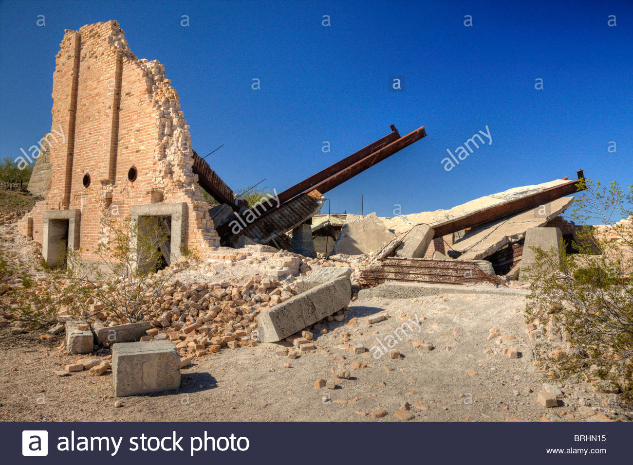 The crumbling walls of the dust chamber at Swansea recall a bygone era - Stock Image