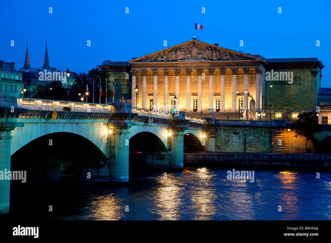Paris, Palais Bourbon, headquarters for the Assemblee Nationale (French national Assembly) and Pont de la Concorde - Stock Image