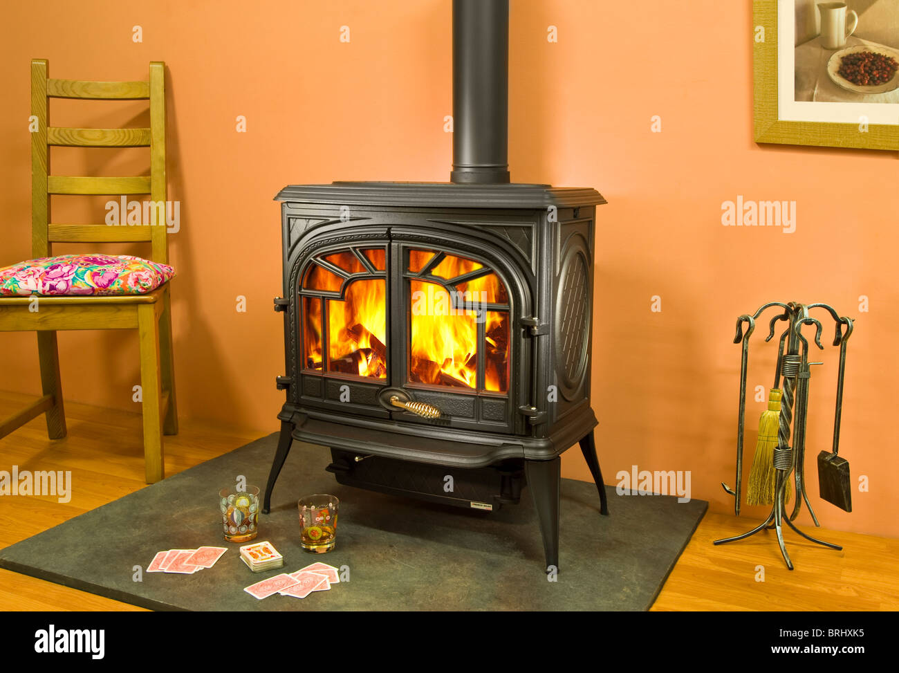 wood burning stoves fireplace stock photos wood burning stoves fireplace stock images alamy. Black Bedroom Furniture Sets. Home Design Ideas
