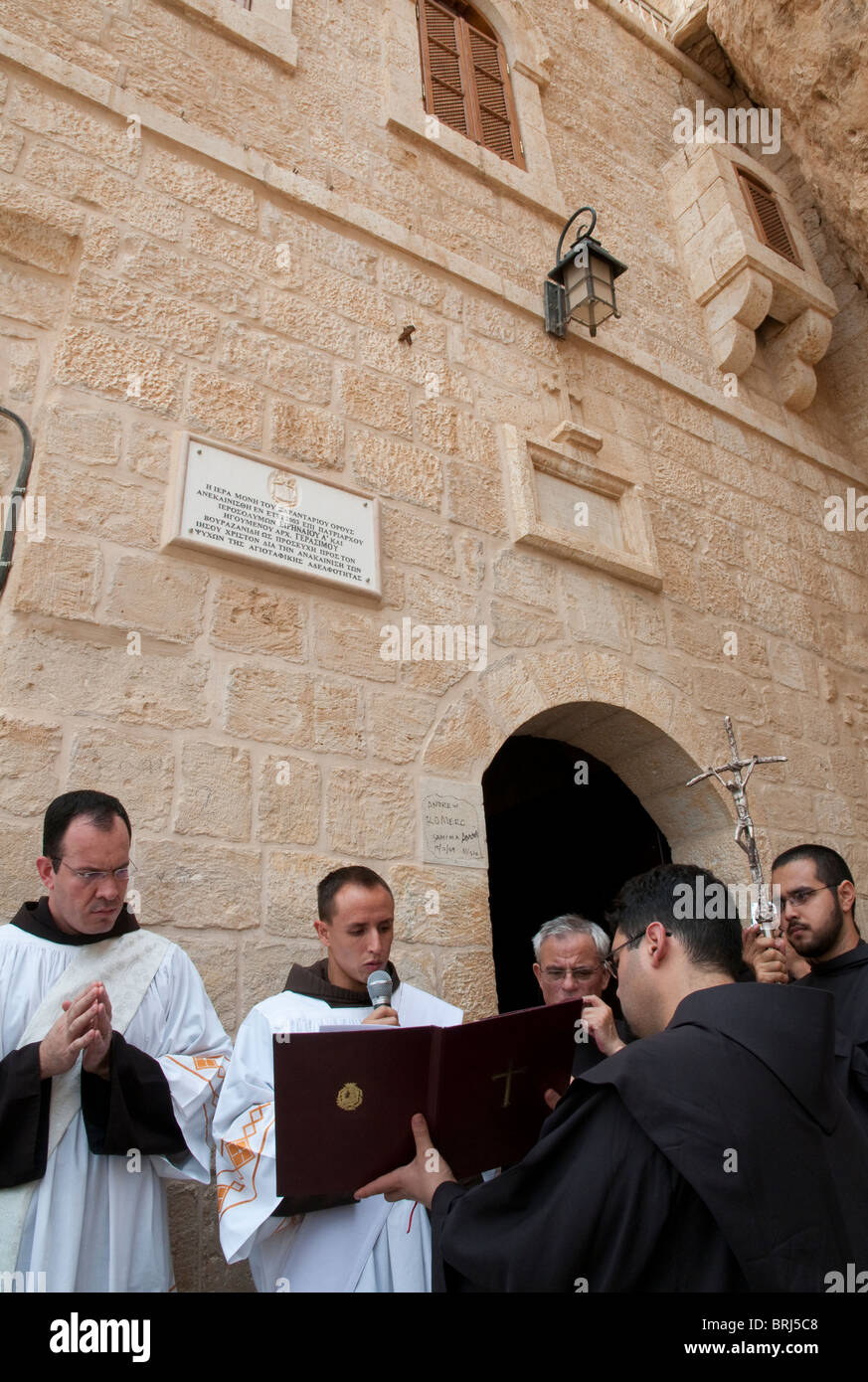 franciscan friars on a procession to the Quarantal monastery in Jericho - Stock Image