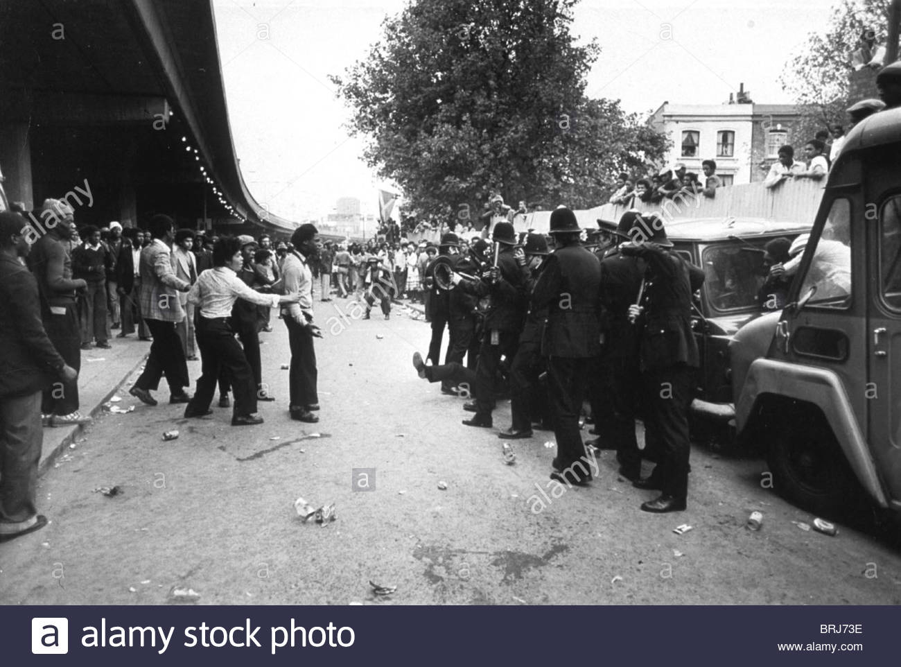 / ( 60231g ) RIOTING AT THE CARNIVAL NOTTING HILL CARNIVAL, LONDON 1976 - Stock Image