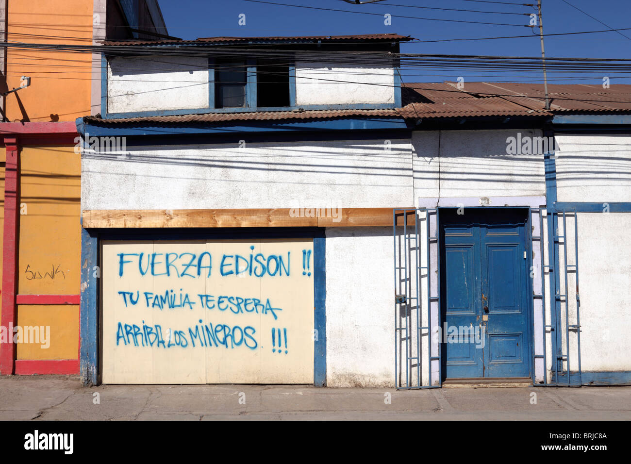 Superbe Message Of Support For Trapped Miner Edison Peña From His Family Painted On Garage  Door Of House, Copiapo , Region III , Chile