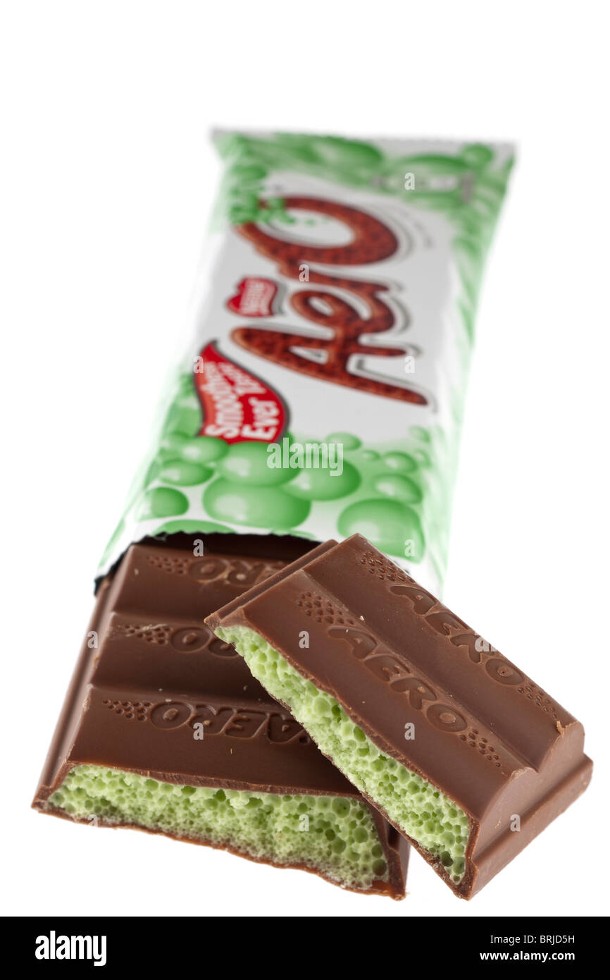 Halved bar of Aero mint bubble chocolate - Stock Image