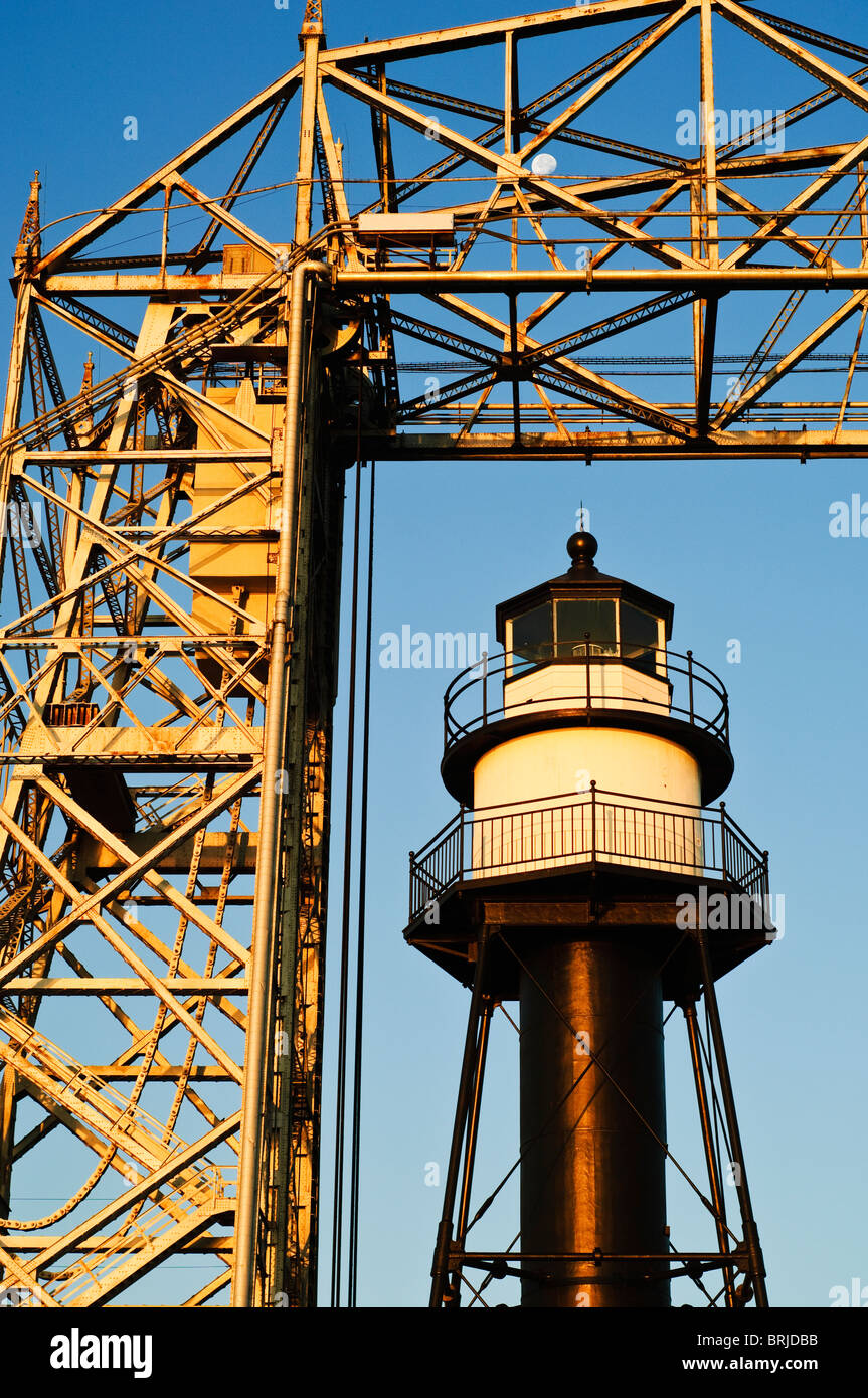 South breakwater inner lighthouse and aerial lift bridge in Duluth, Minnesota. - Stock Image