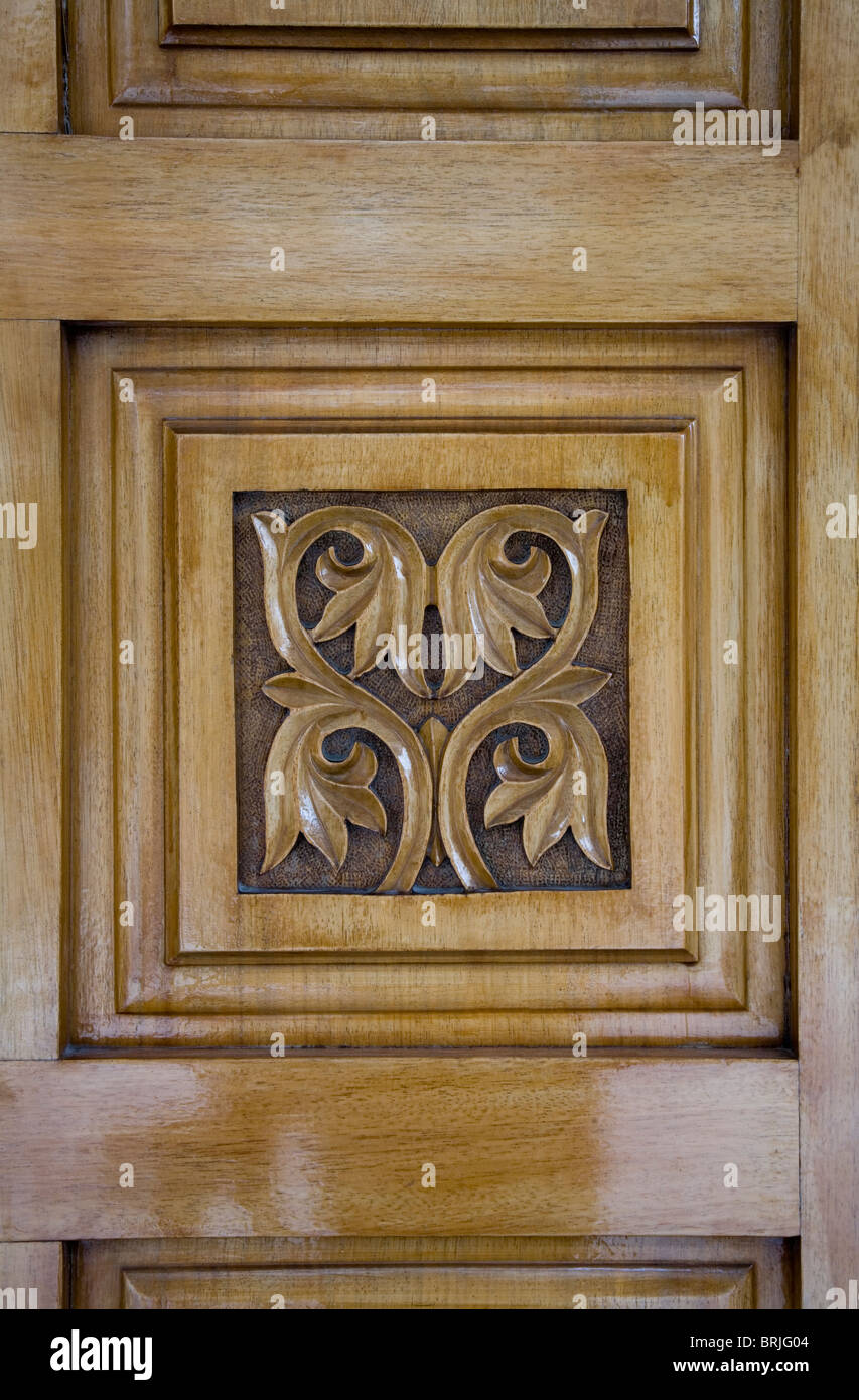 Merveilleux Flower Engraving In Wooden Christian Church Door Square Symmetrical  Decoration Four Leaf Symbol Brown Art Christianity