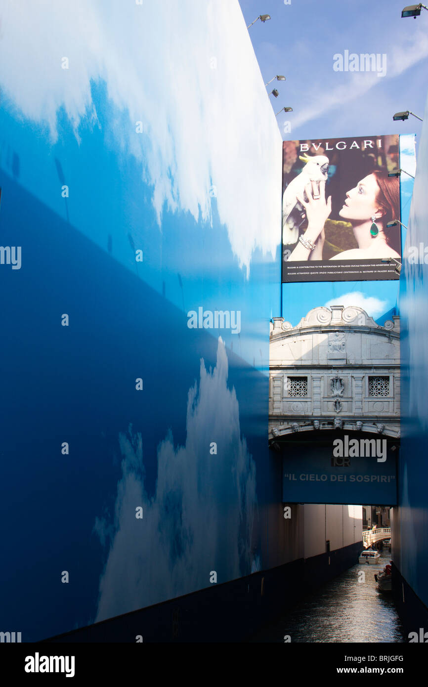 Advertising hoardings covering restoration work on the Bridge of Sighs in Venice - Stock Image