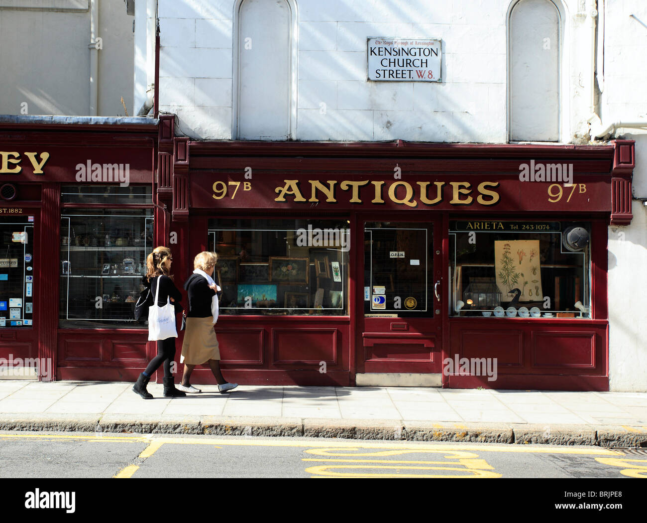 Antique Shops in Kensington near to Notting Hill Gate London - Stock Image
