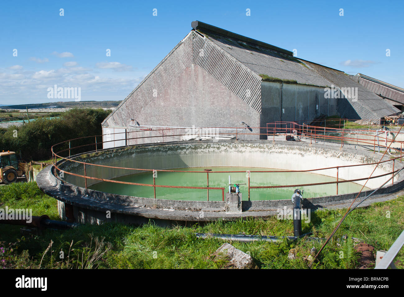 China Clay settling tank and drying shed at Little Treviscoe, St Austell - Stock Image