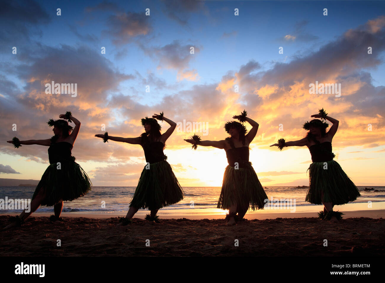 silhouette of hula dancers at sunset at palauea beach