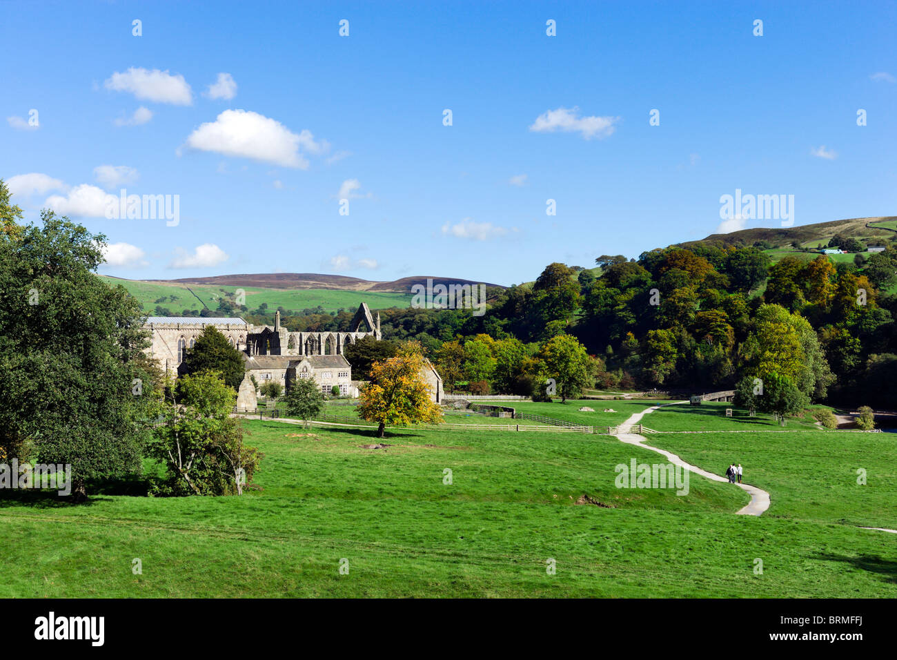 Bolton Priory and the Dales Way path, Bolton Abbey, Wharfedale, Yorkshire Dales, North Yorkshire, England, UK - Stock Image