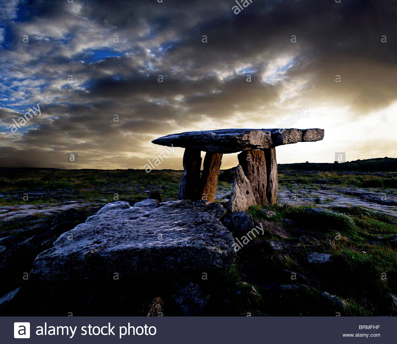 Poulnabrone Dolmen in County Clare. - Stock Image