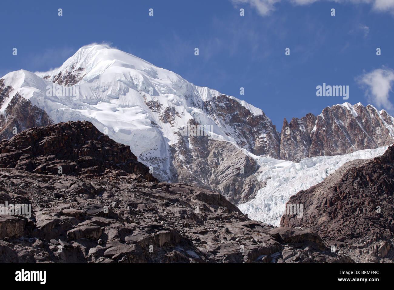 Cordillera Real: Laguna Glacial Trek: Illampu Mountain and Glaciar Stock Photo