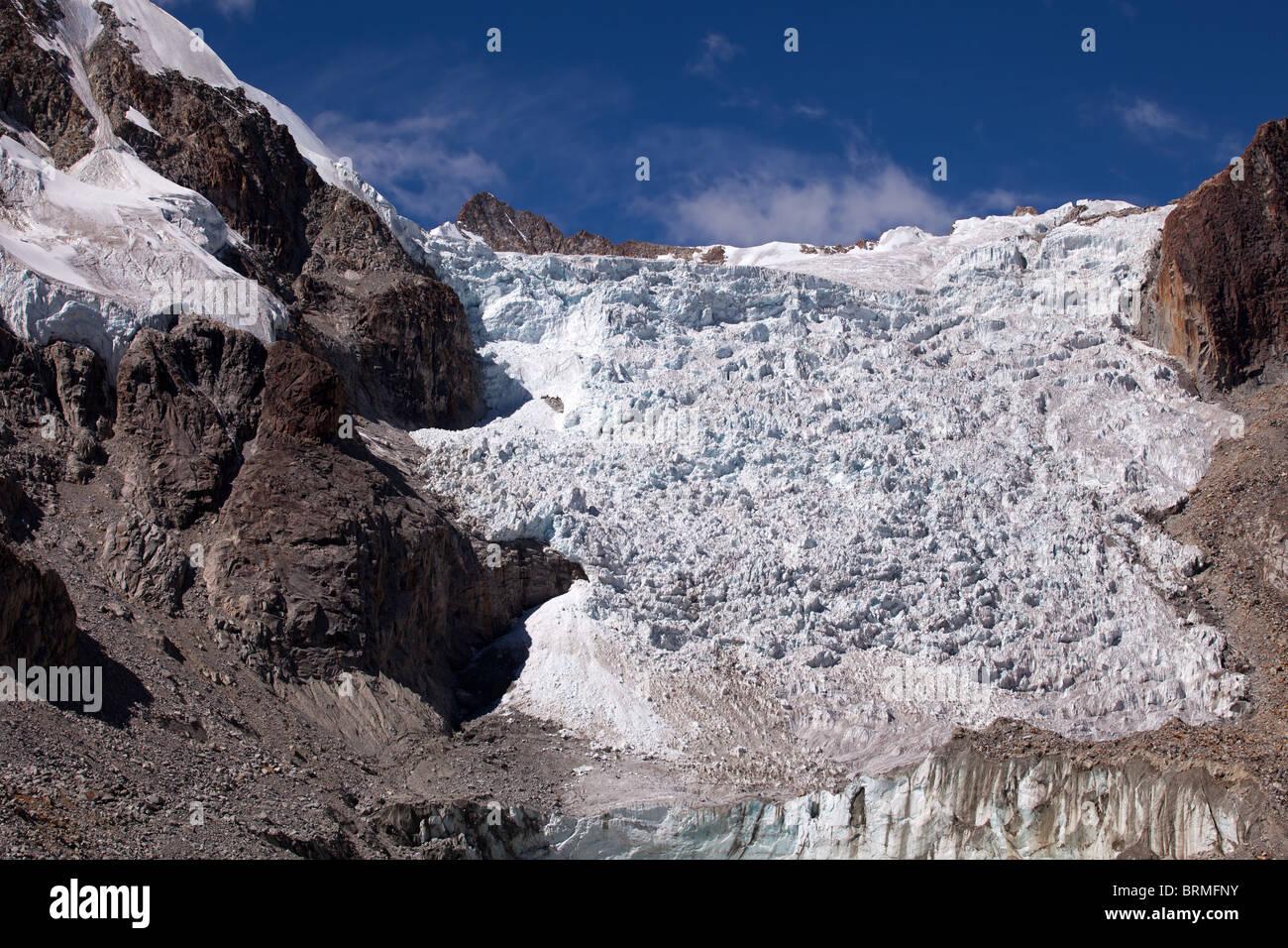 Cordillera Real: Laguna Glacial Trek: Glaciar at 5100m. - Stock Image