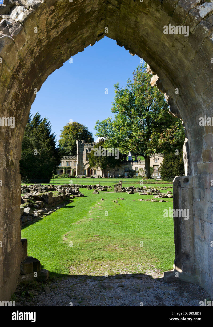 View through an arch in the ruins of Bolton Priory, Bolton Abbey, Wharfedale, Yorkshire Dales, North Yorkshire, - Stock Image