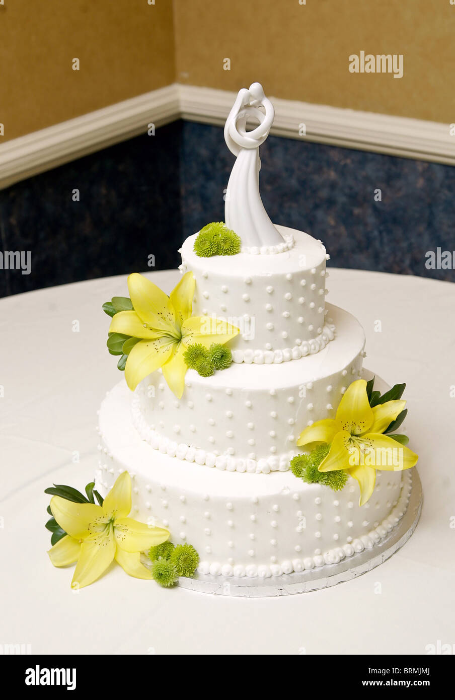 Three Layer Wedding Cake Stock Photos & Three Layer Wedding Cake ...