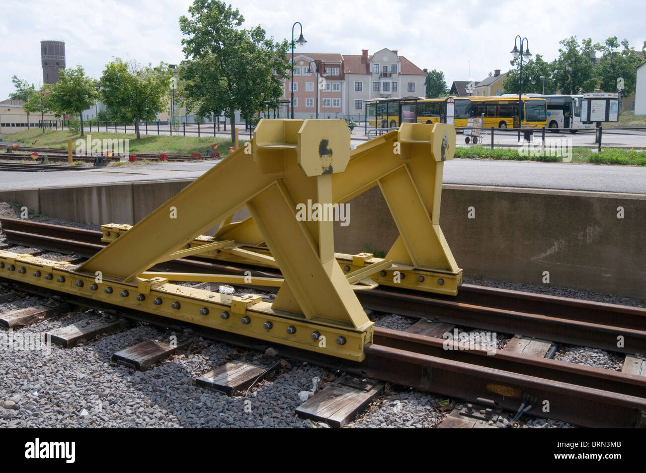 buffers buffers hit hitting the rail rails railway railways end of the line destination final stop stopping point - Stock Image