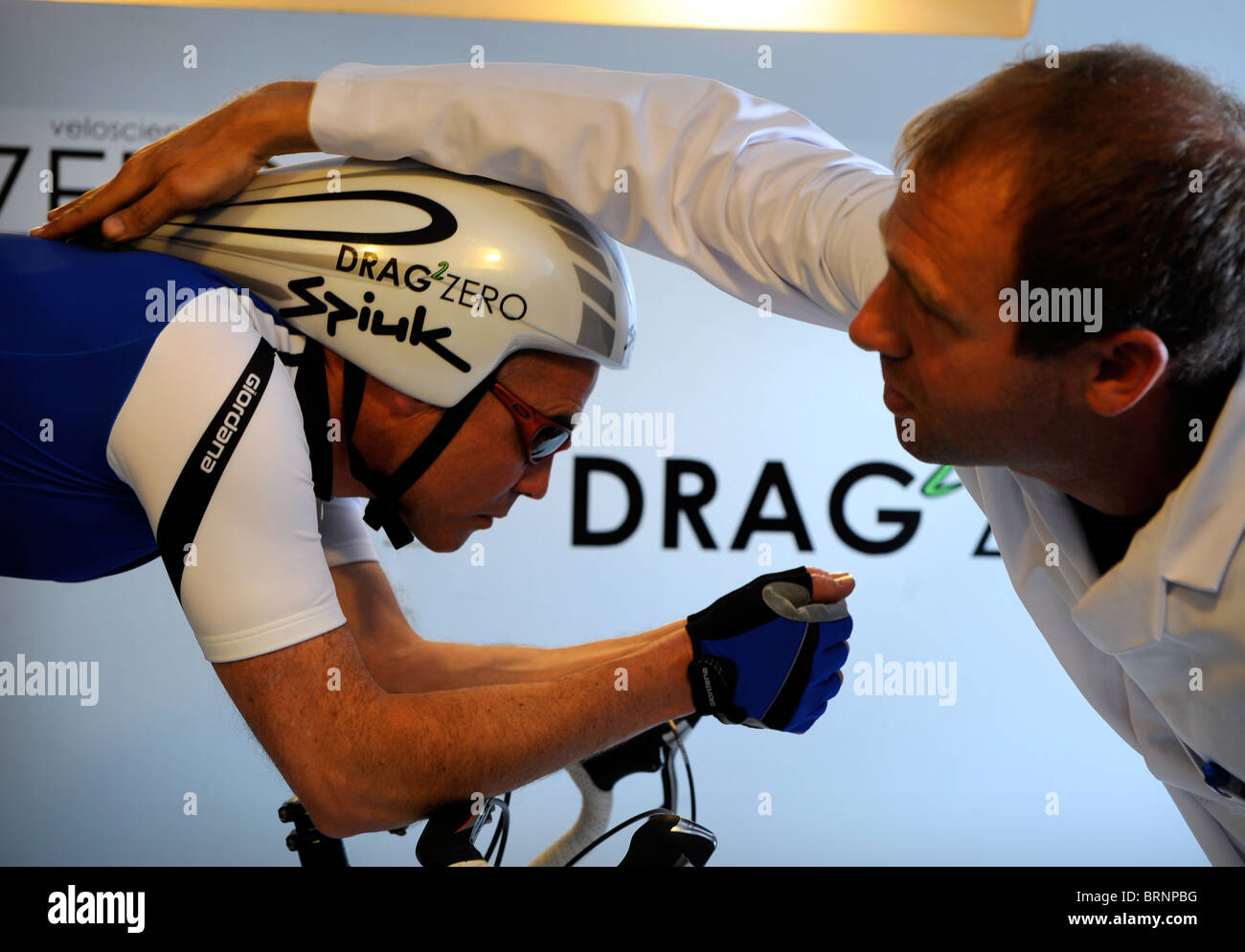 Aerodynamics expert Simon Smart uses a smoke test in a wind tunnel experiment for cycling clothing and racing bicycle - Stock Image