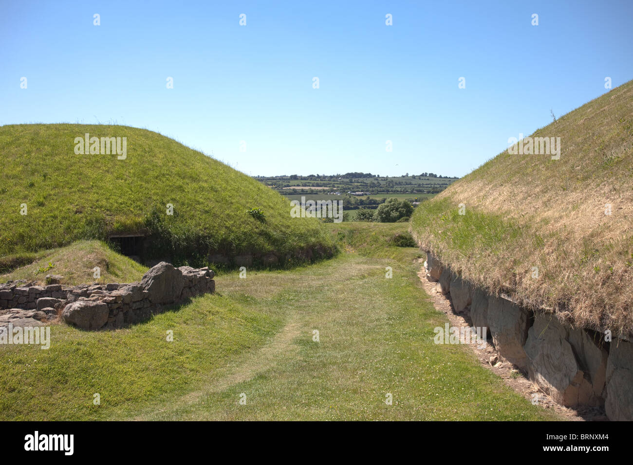 view of main mound, Knowth neolithic passage grave, Boyne Valley, Ireland Stock Photo