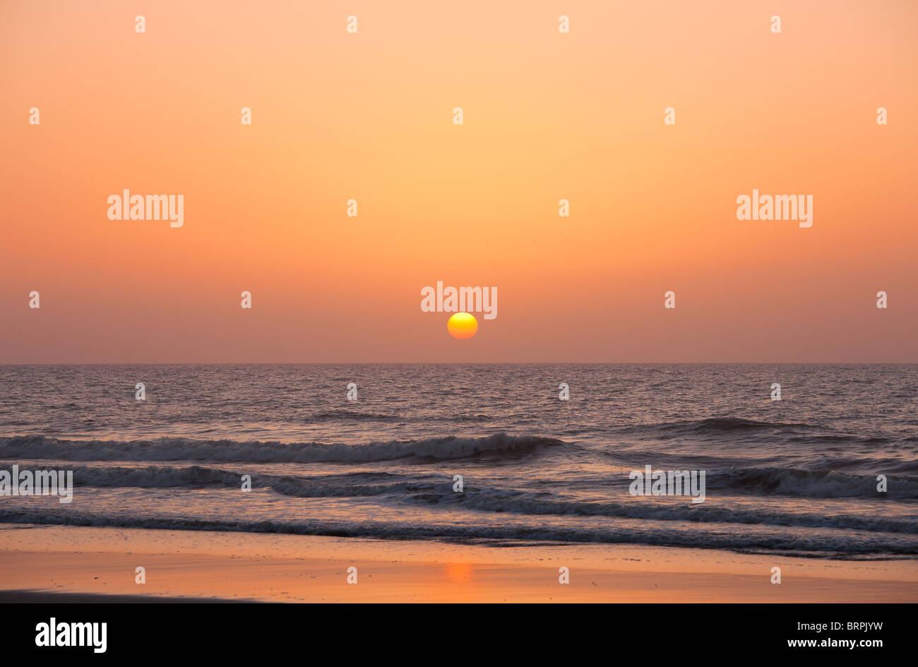Rising sun over the ocean - Stock Image