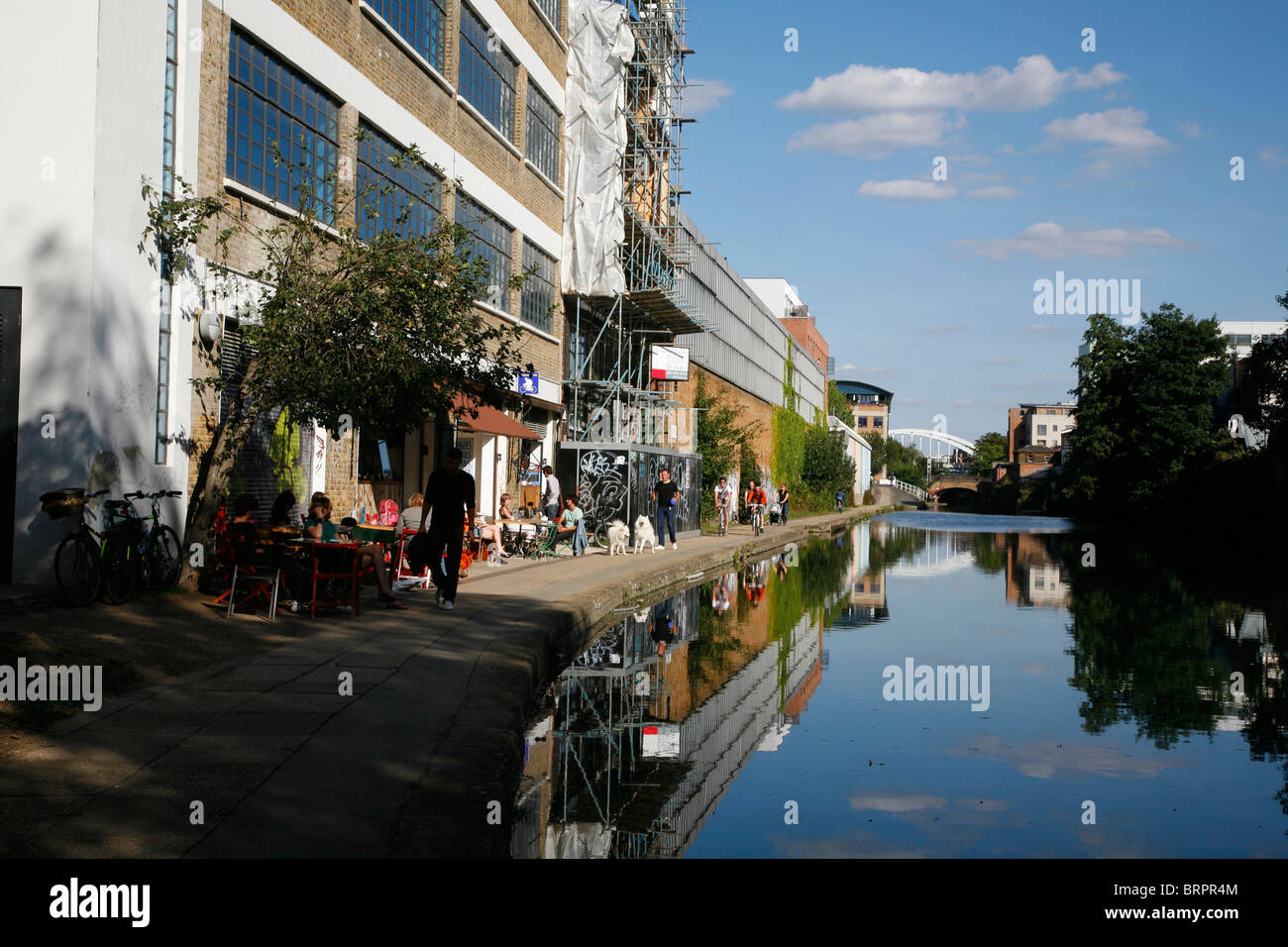 Tow Path restaurant on the Regent's Canal at De Beauvoir Town, London, UK - Stock Image