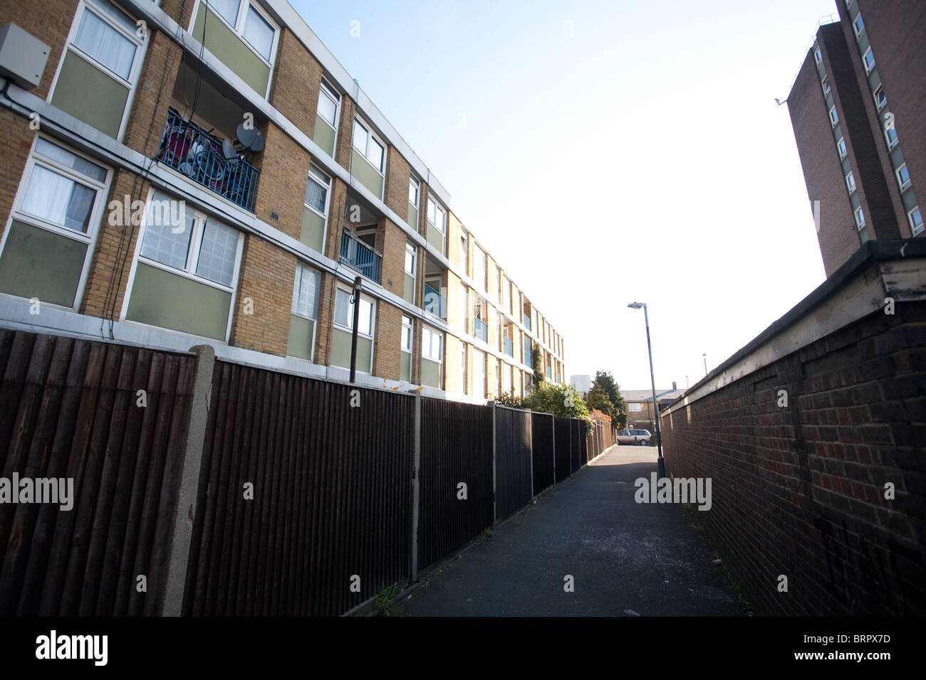 Alley way between urban council estate block of flats in Canning Town, East London. Photo:Jeff Gilbert - Stock Image