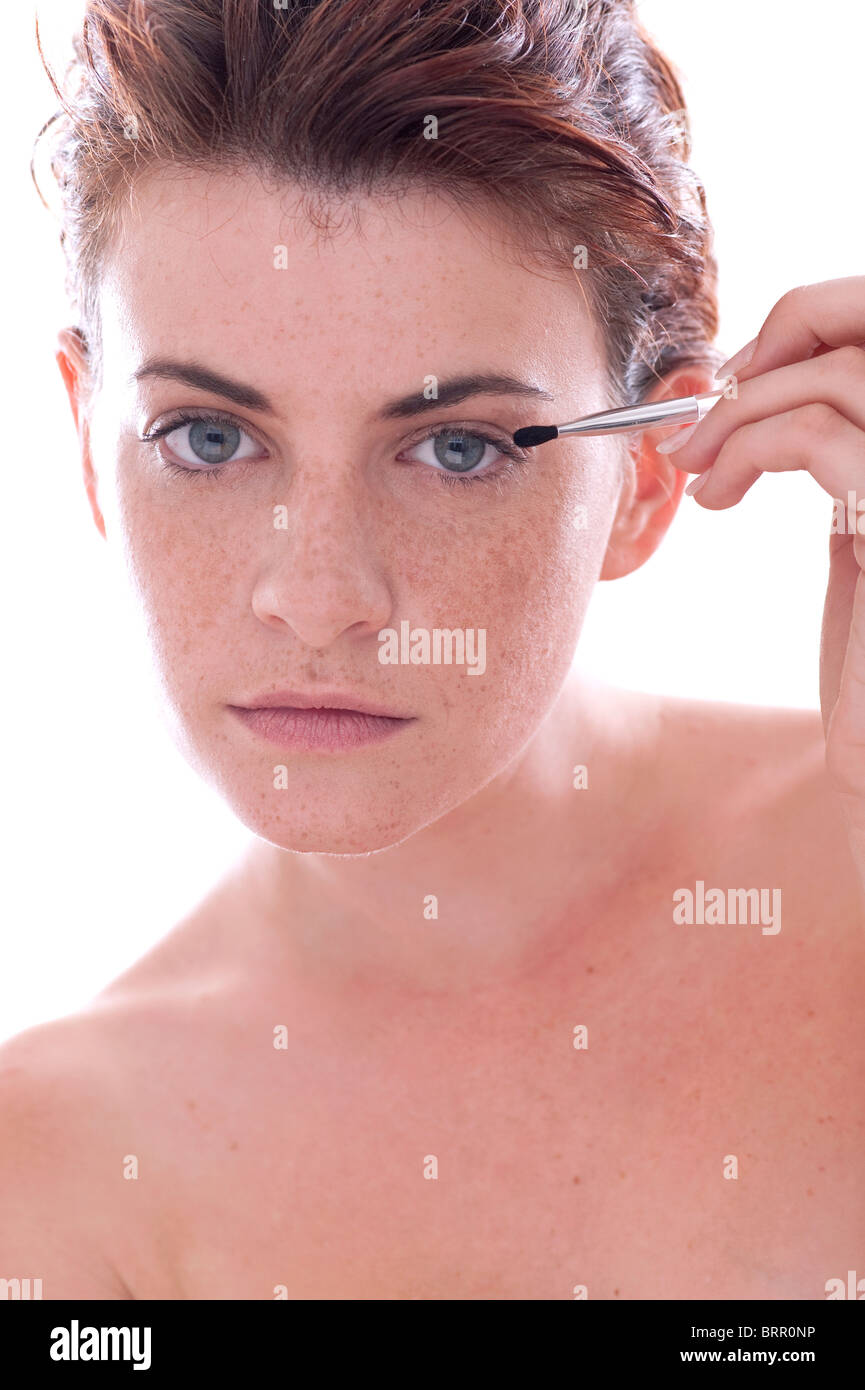 woman applying eyeshadow - Stock Image