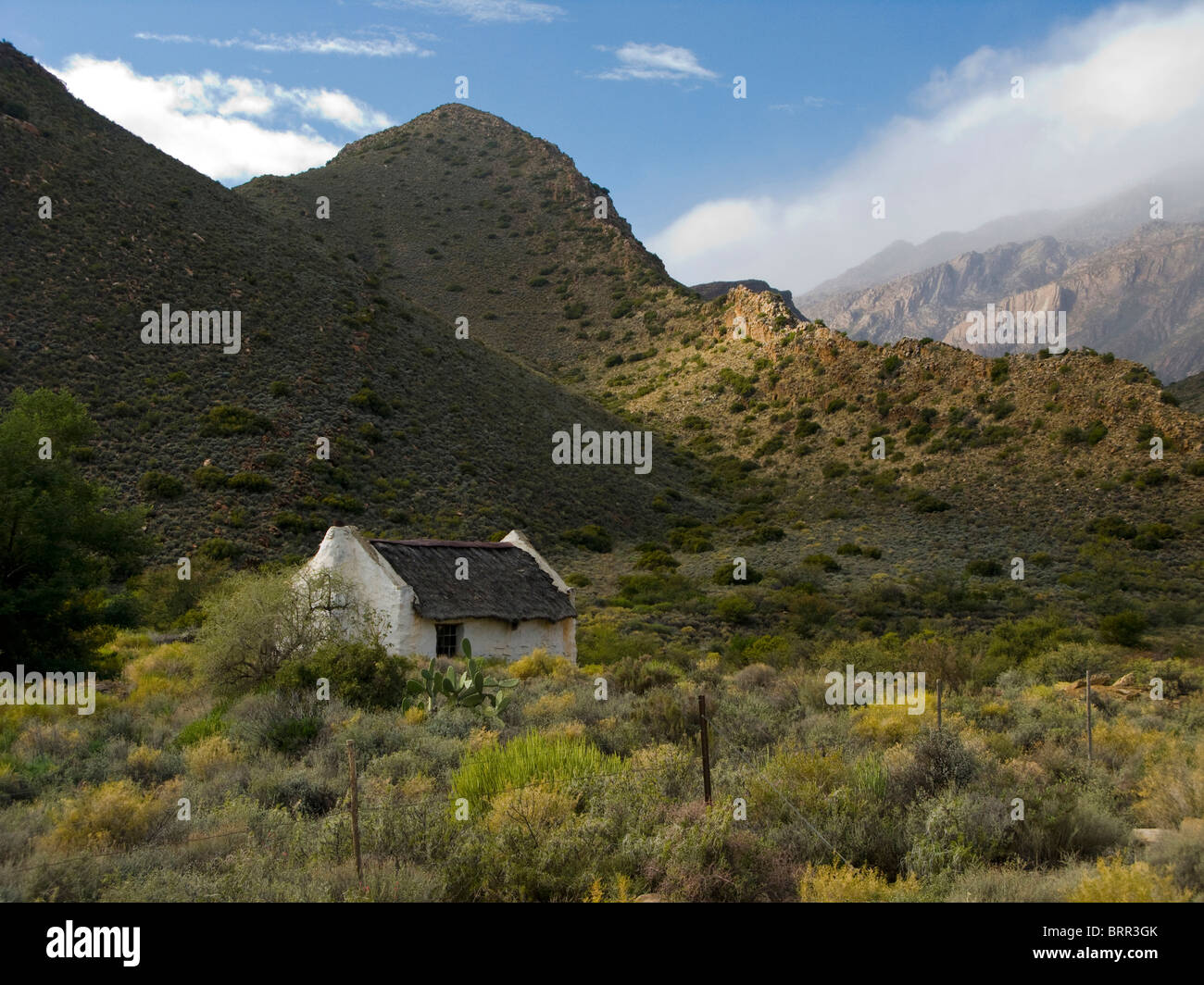 A deserted cottage in the southern Karroo mountains - Stock Image