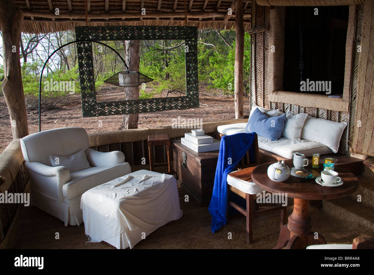 Furnished patio lounge of Mnemba lodge - Stock Image