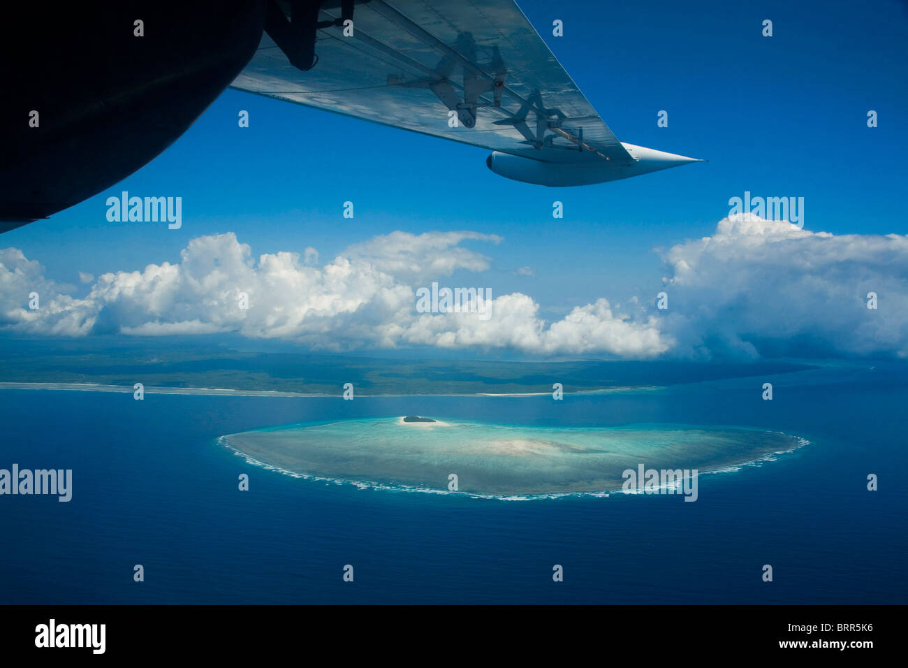 Aerial view of Mnemba Island with part of an aeroplanes wings in view - Stock Image