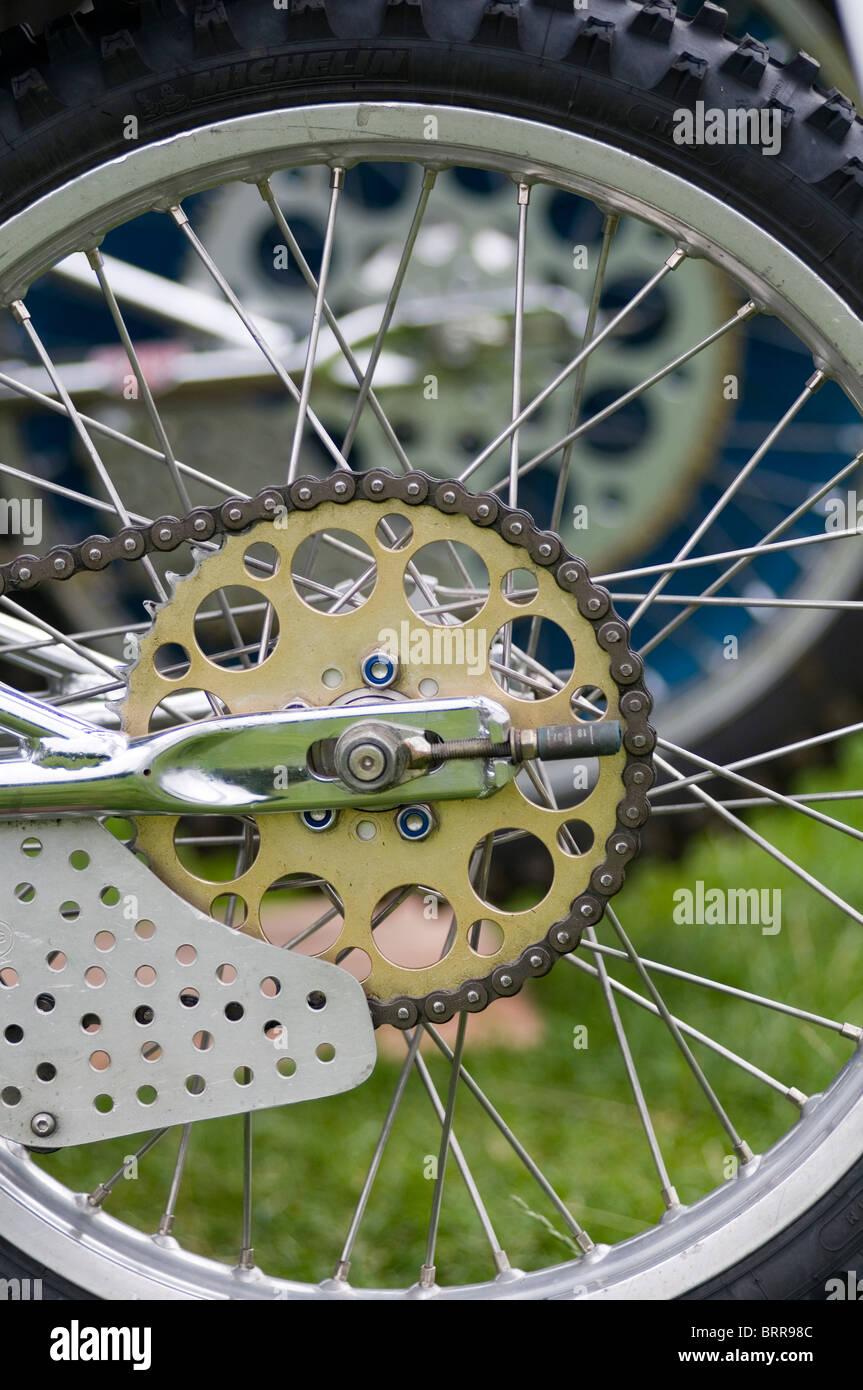 chain chains link links bike bikes motor motorbike motorbikes motorcycles motorcycle grass track grasstrack sprocket - Stock Image