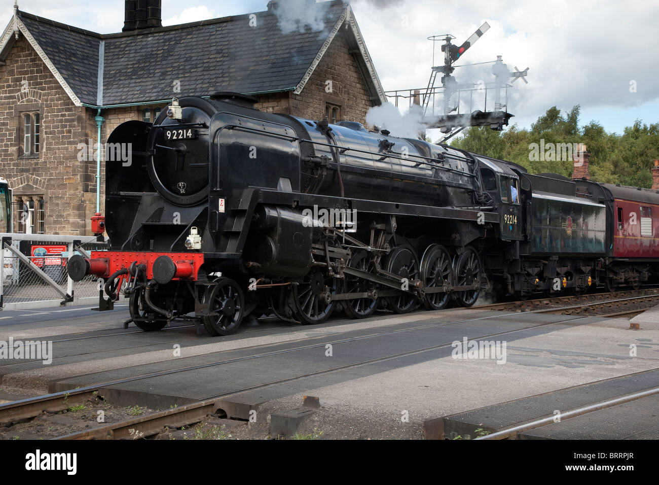 BR 2-10-0 Class 9F 92214 Steam Engine leaving Grosmont Station, North York Moors Historic Railway - Stock Image