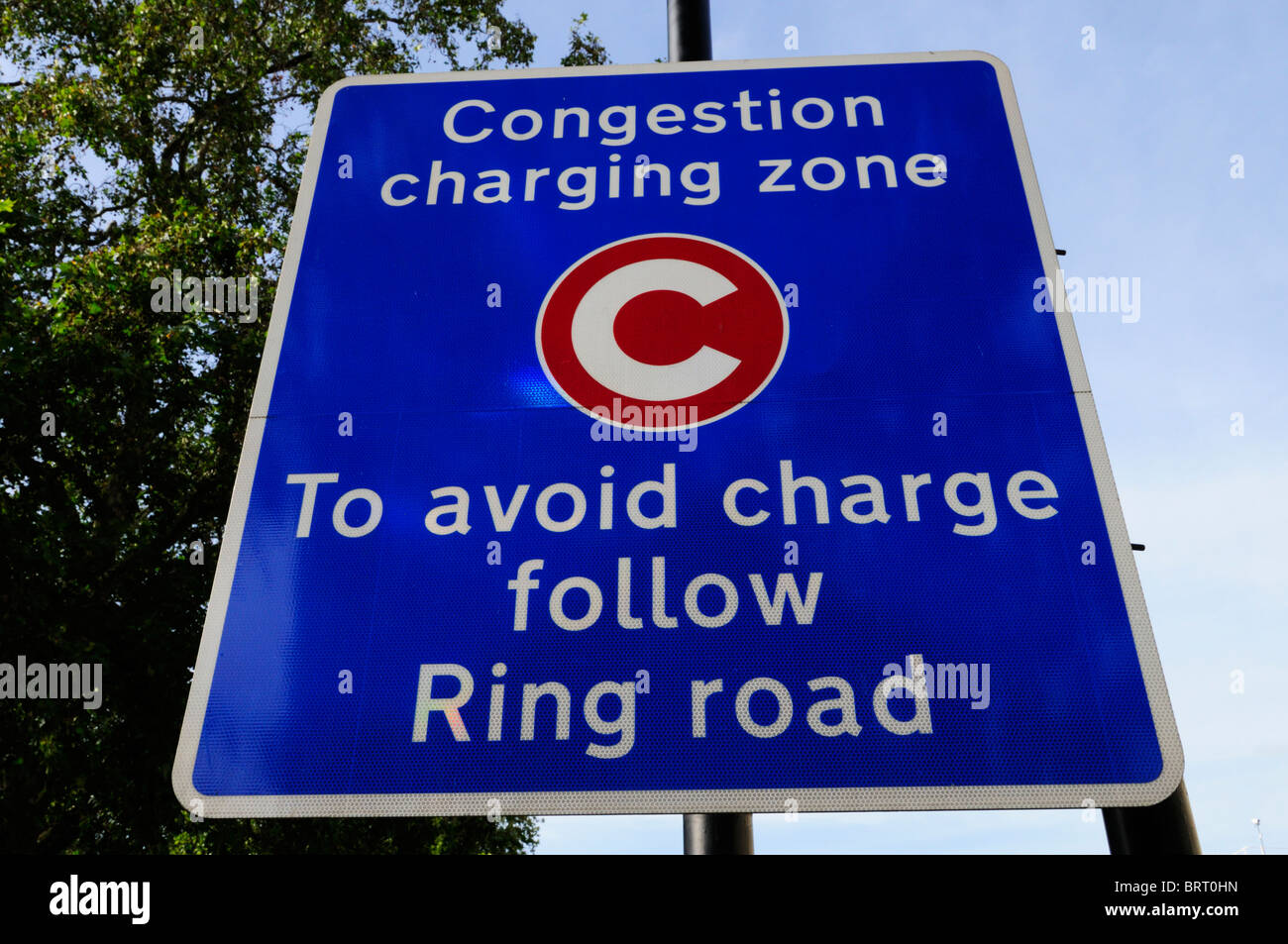 Congestion Charging zone, To Avoid Charge Follow Ring Road sign, Westminster, London, England, UK - Stock Image