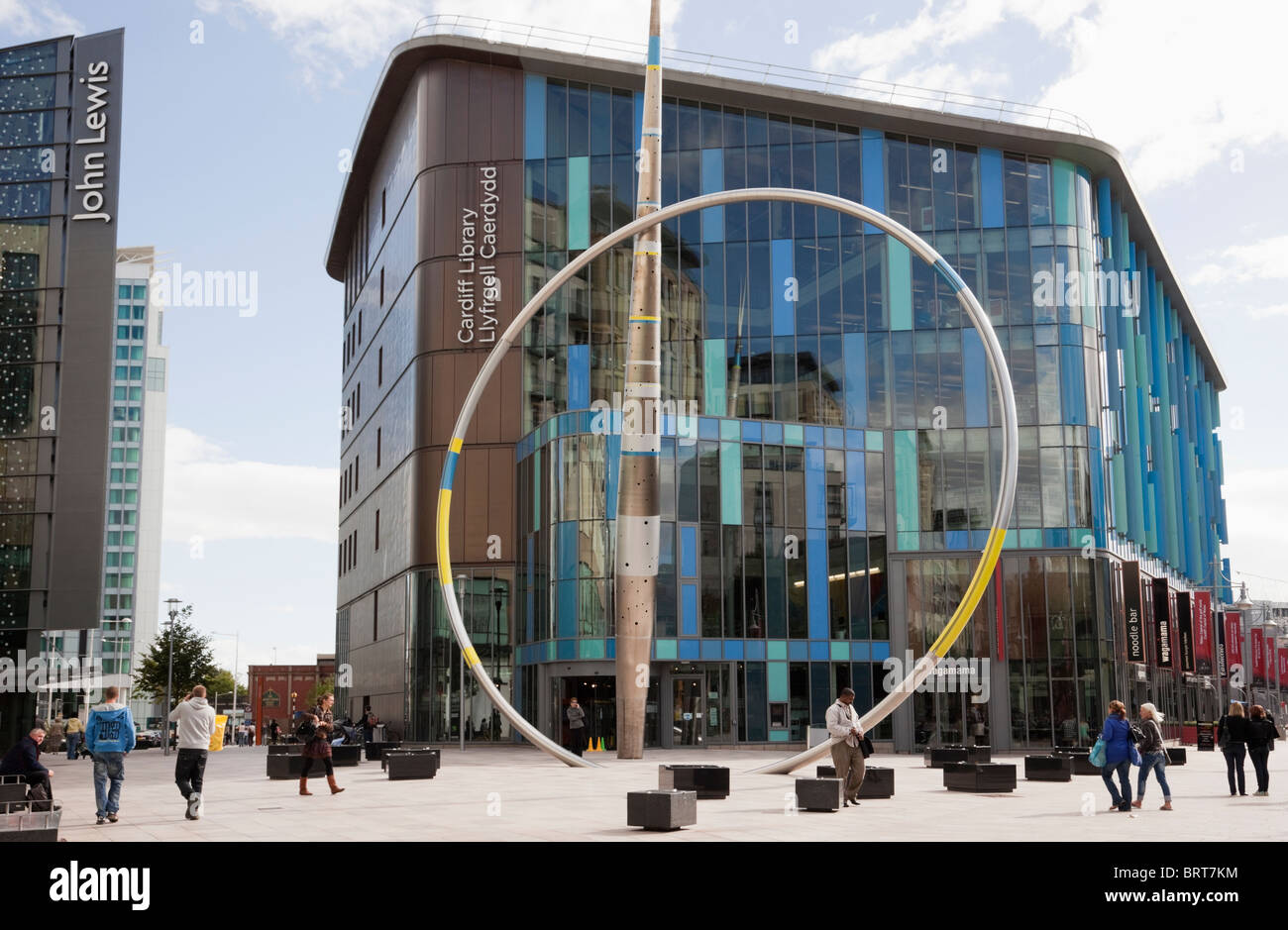 Street scene outside new public Central Library and modern metal Alliance Sculpture in pedestrian precinct. Cardiff - Stock Image