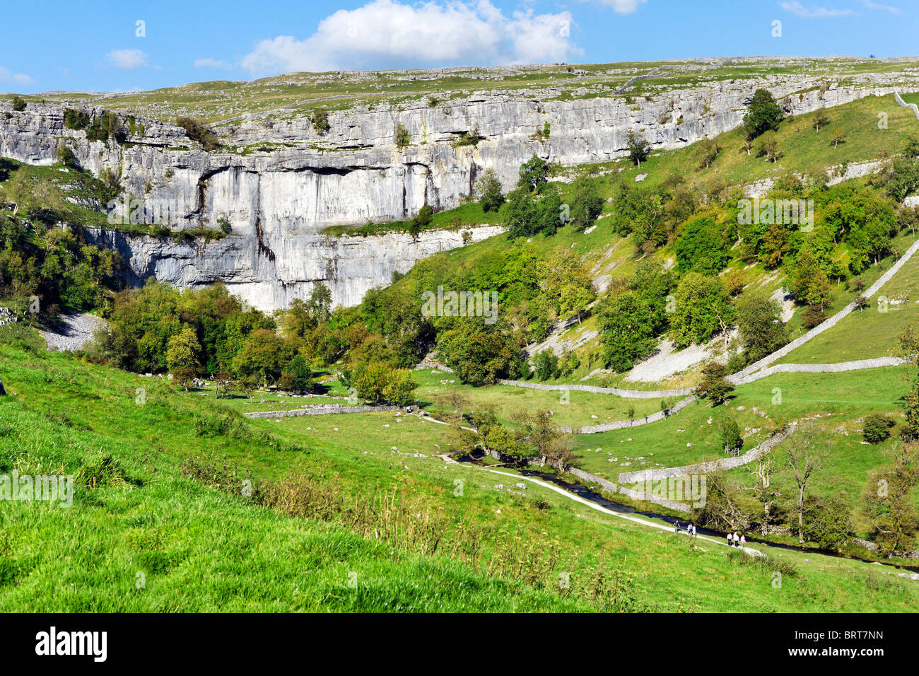 Malham Cove near the village of Malham, Wharfedale, Yorkshire Dales National Park, England, UK - Stock Image