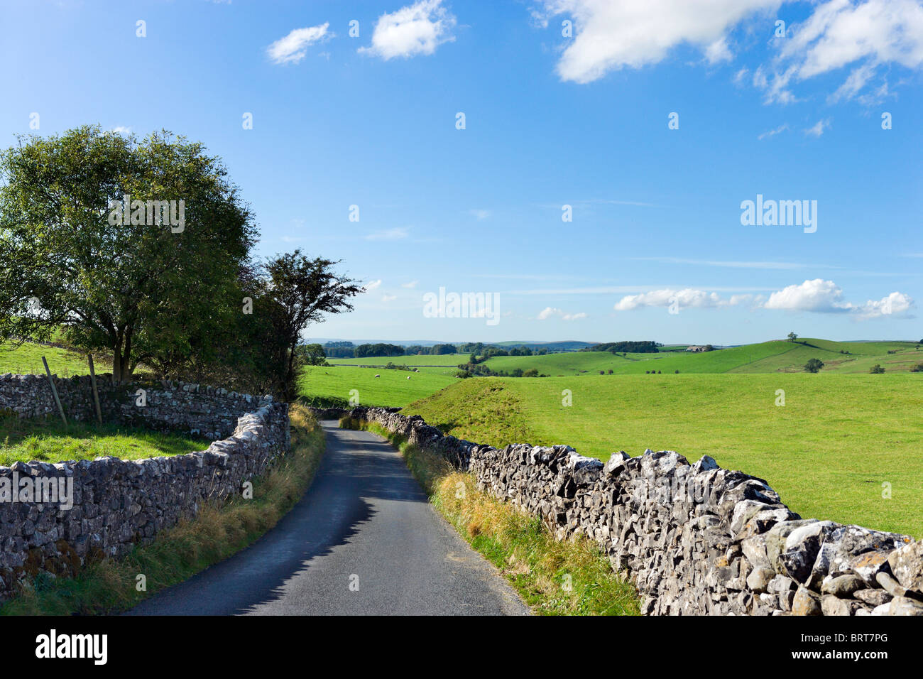 Country road between Airton and Hetton, Wharfedale, Yorkshire Dales National Park, England, UK - Stock Image