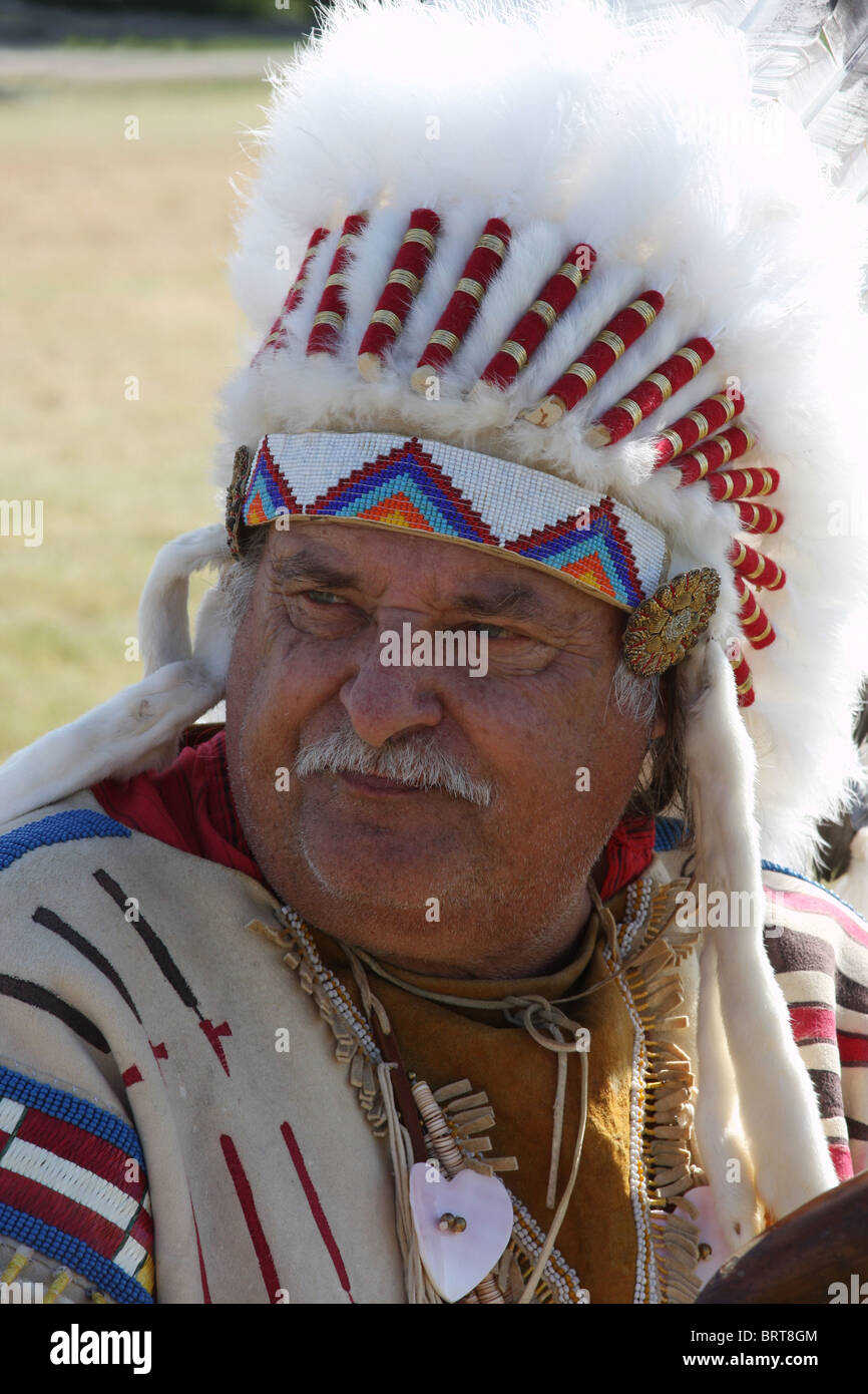 Native American Indian man in a Sioux headdress - Stock Image