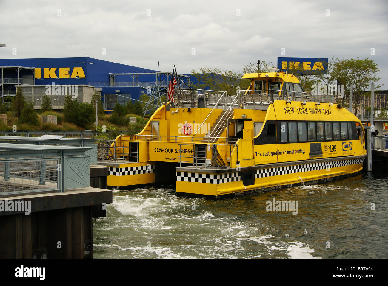 Customers Ikea To Stock Water Brings Taxi In Store BrooklynNy 0nwPOk