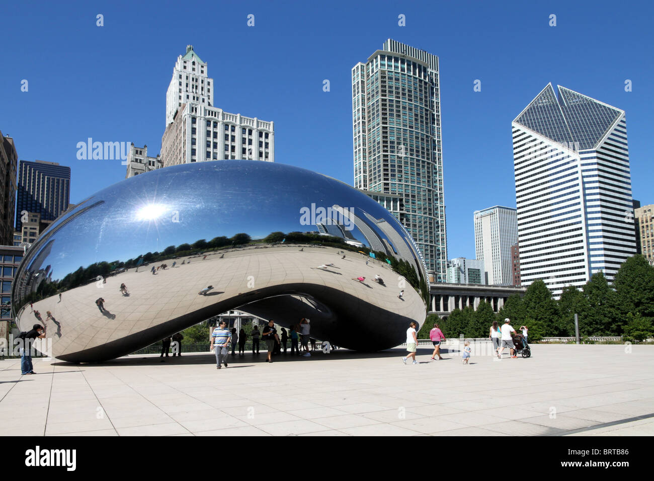 Millennium Park in Chicago with Reflective Sculpture - Stock Image
