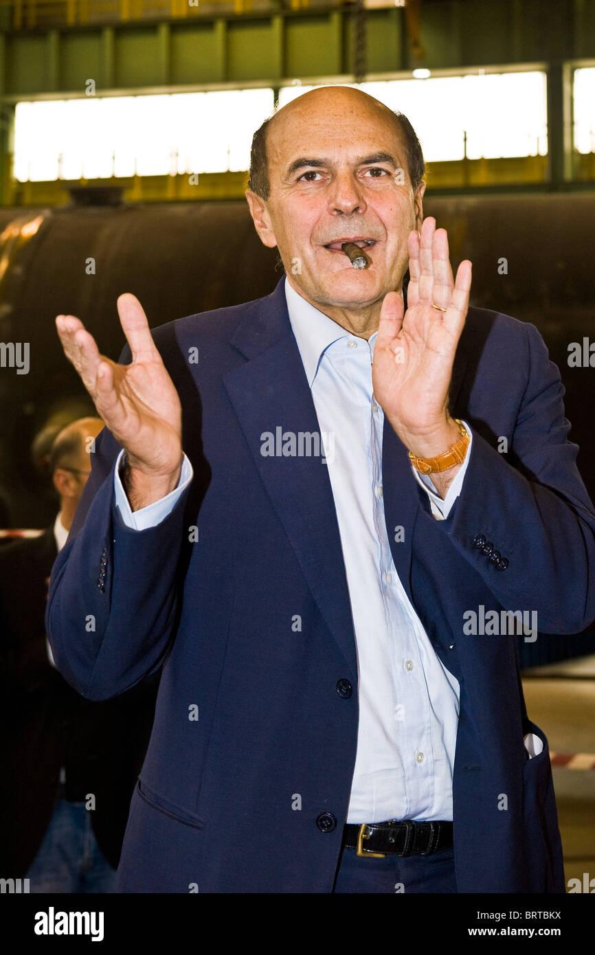 08.10.2010, Magenta, Milan province. Pierluigi Bersani visit to the STF factory - Stock Image