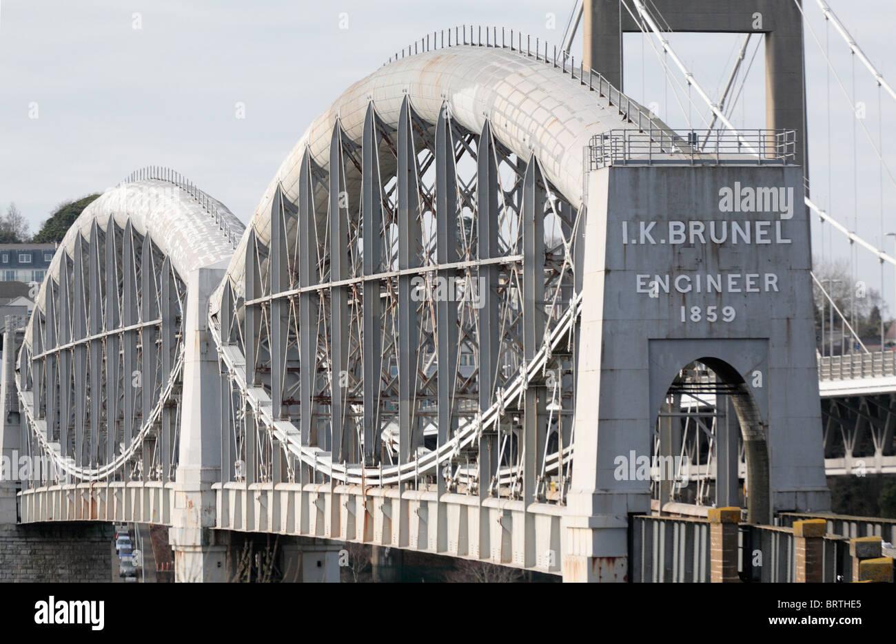Brunel royal albert bridge over river tamar connecting ...