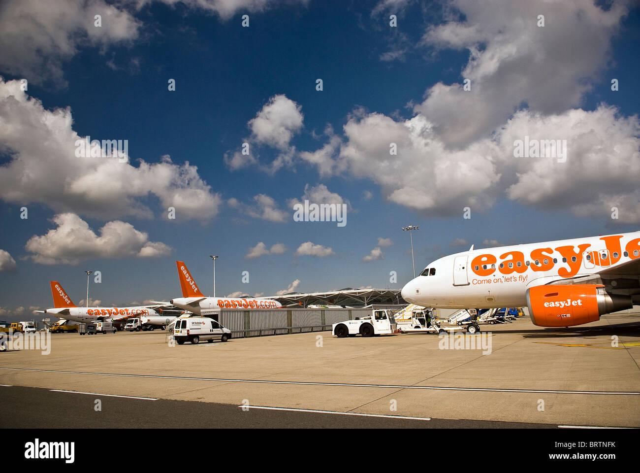 Jet aircraft loading and unloading at Bristol Airport, UK - Stock Image