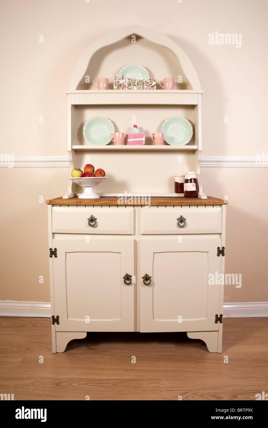 Kitchen Dresser Stock Photos & Kitchen Dresser Stock Images - Alamy