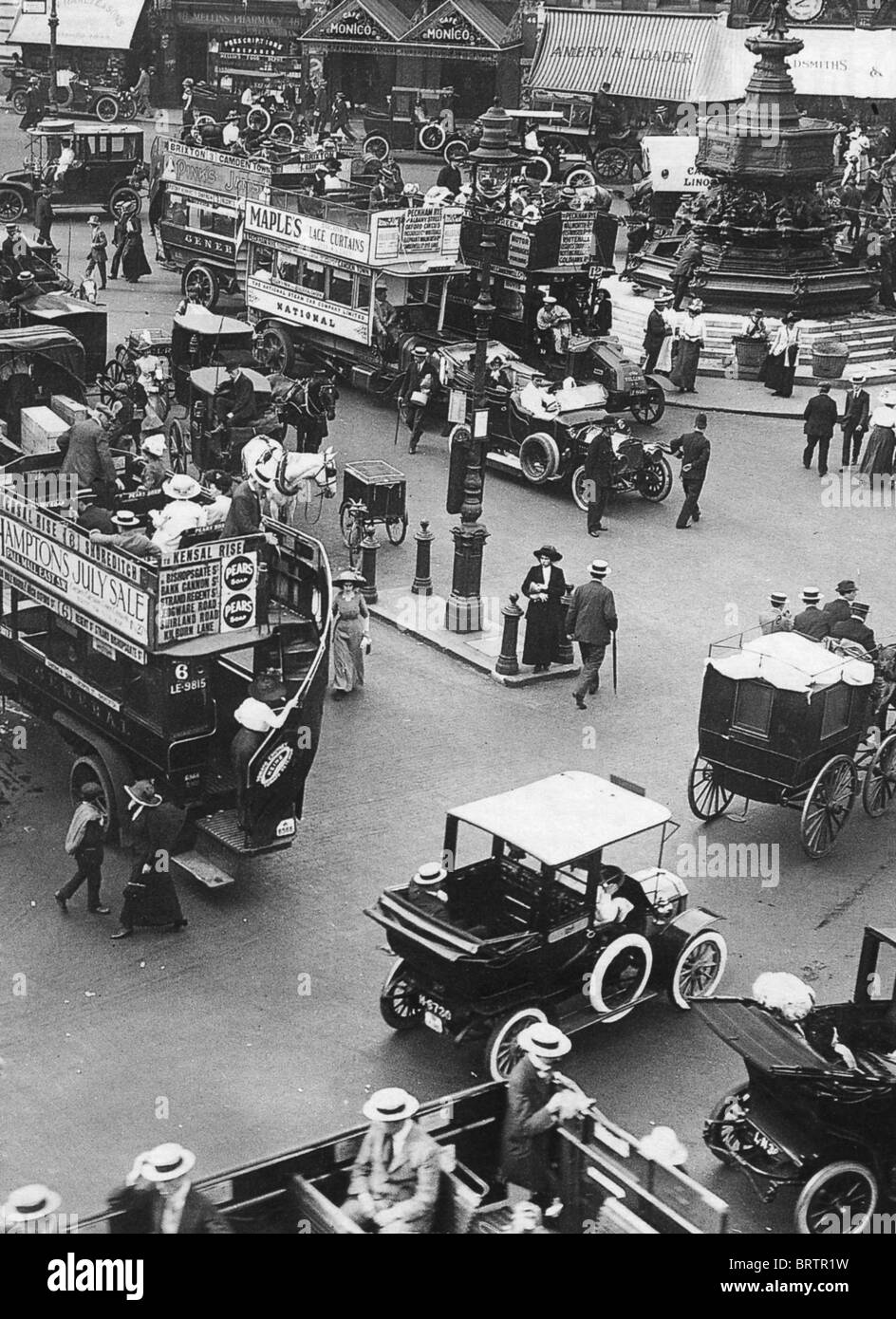 PICCADILLY CIRCUS, London, in 1912 with Eros statue at top right - Stock Image