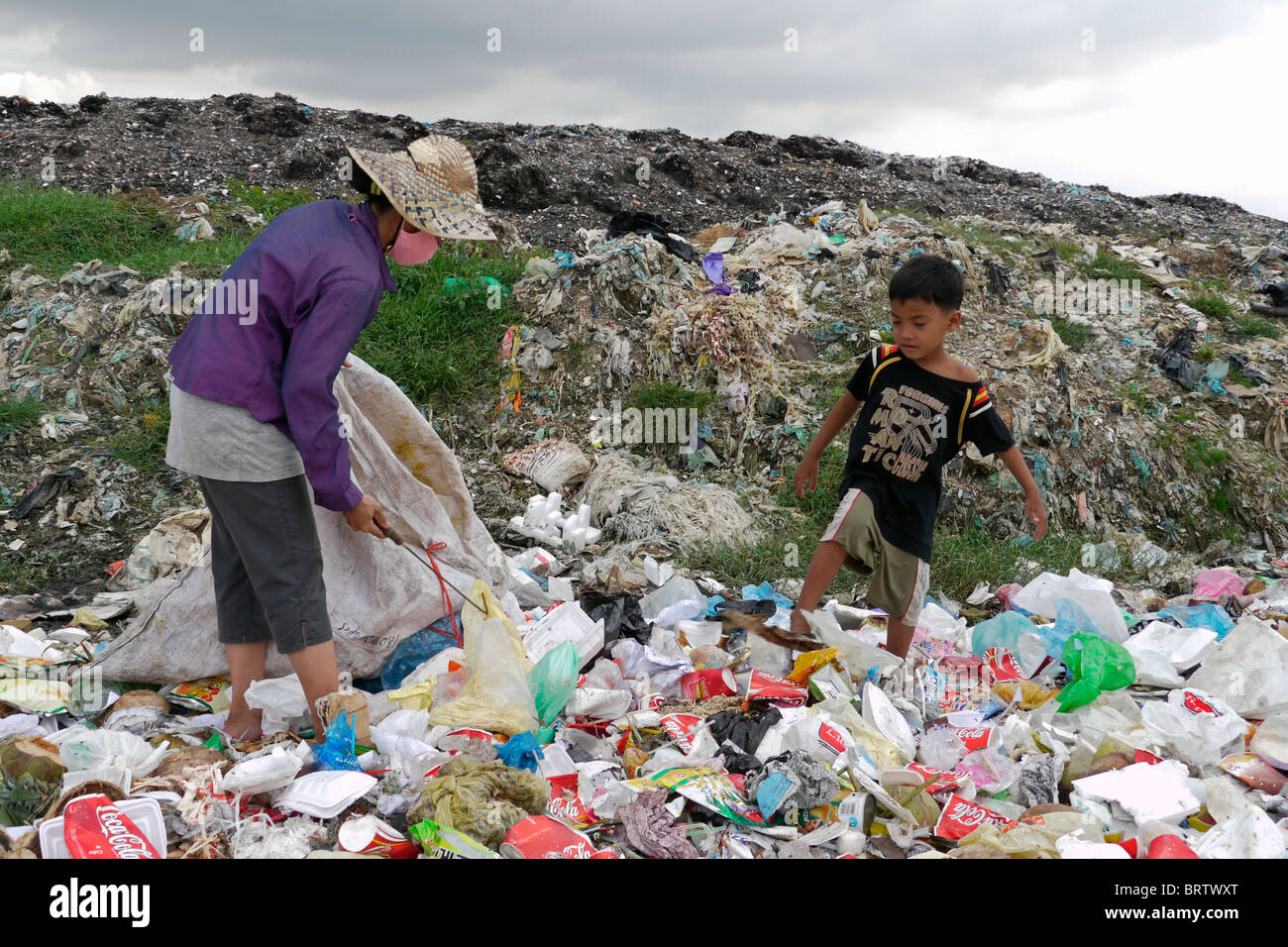 CAMBODIA Scavenger Soun Srey Thouch searching for recyclable materials on Phnom Penh's Mean Caeay garbage dump, - Stock Image