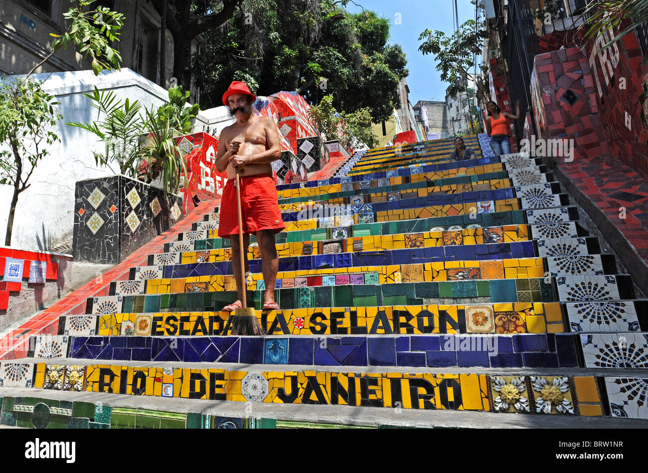 Artist Jorge Selarón stands in the centre of his world famous work the Escadaria Selarón in Santa Teresa/ - Stock Image
