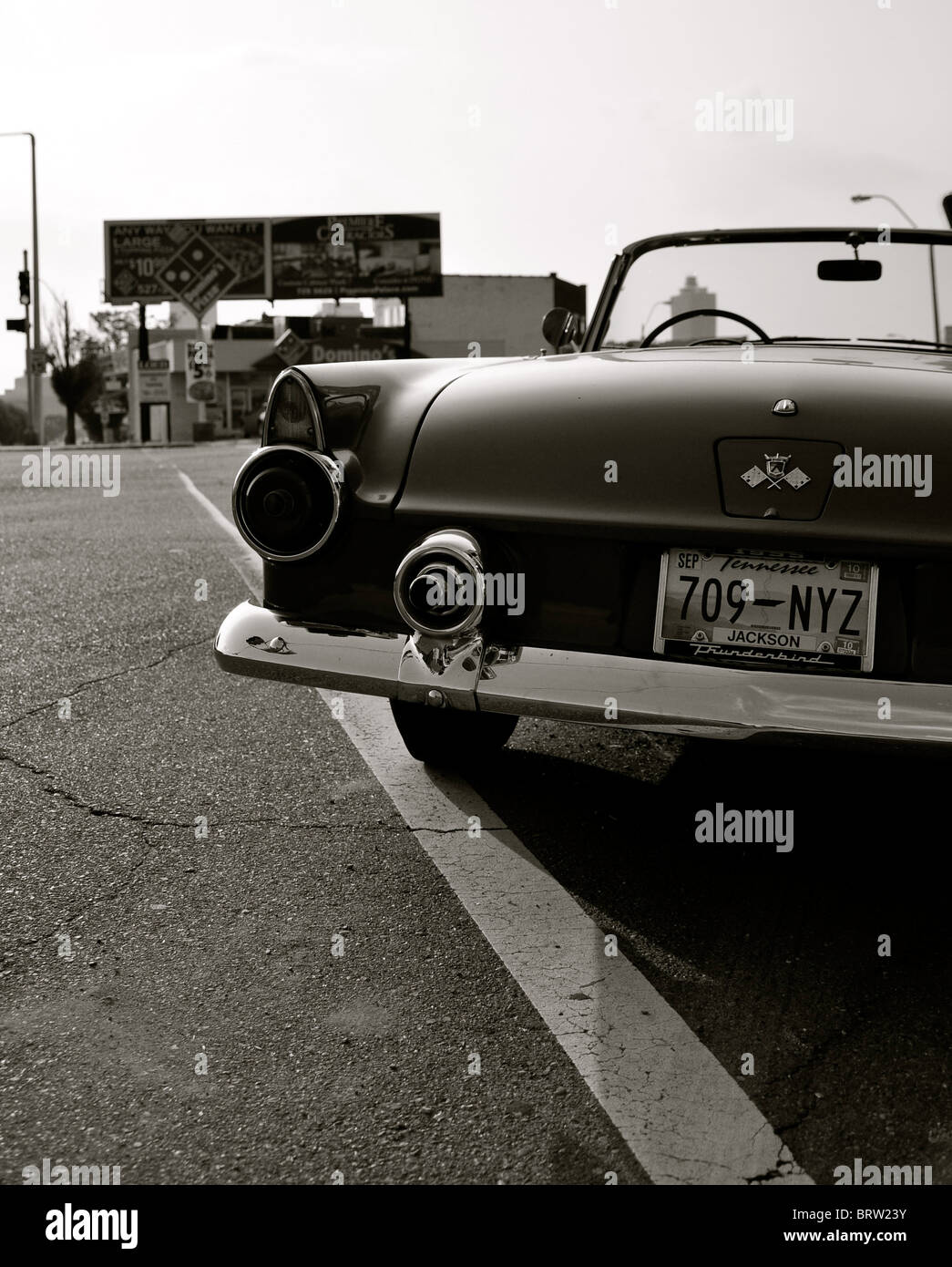 Ford Thunderbird 1956 outside Sun Records Memphis Tennessee - Stock Image