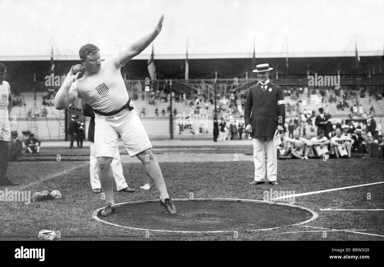 Pat MacDonald shotputting, Olympic Games in Stockholm, Swedem, historic photograph, 1912 - Stock Image