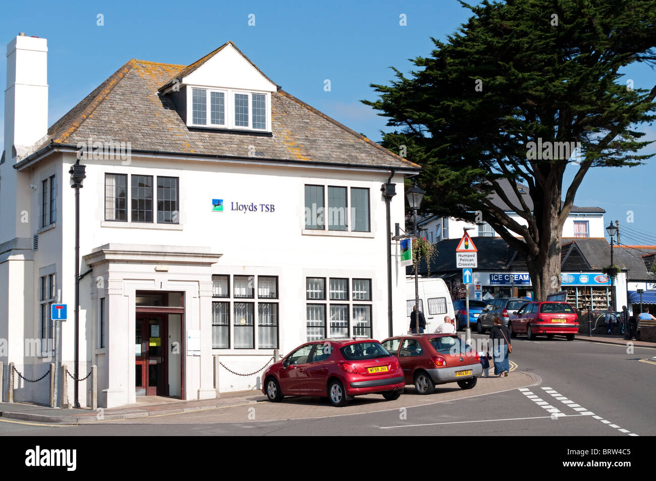 a former home converted into a small branch of Lloyds Bank in bude, cornwall, uk - Stock Image
