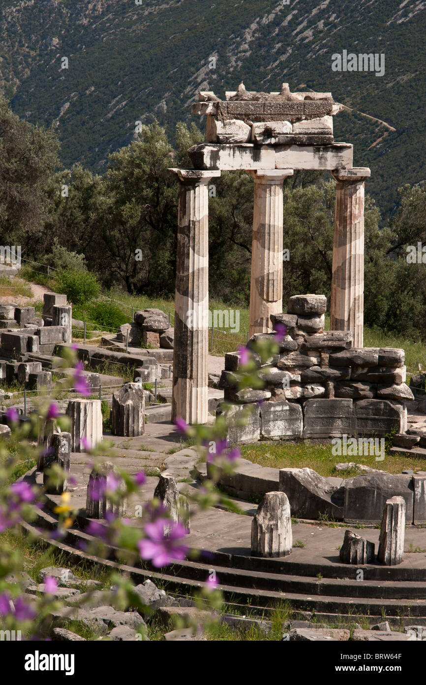 Sanctuary of Athina Pronaia and Tholos building - Stock Image